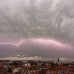 Ein Blitz zieht über Erfurt | © Michael Stollmann - fotoglut.de