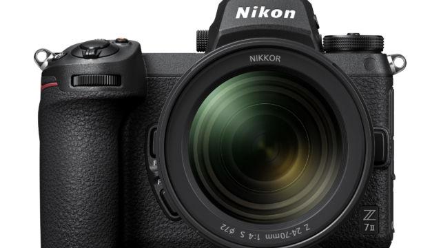 Nikon Z7II - Frontalansicht mit 24-70 F/4