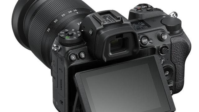 Nikon Z7II - mit angeklapptem Monitor